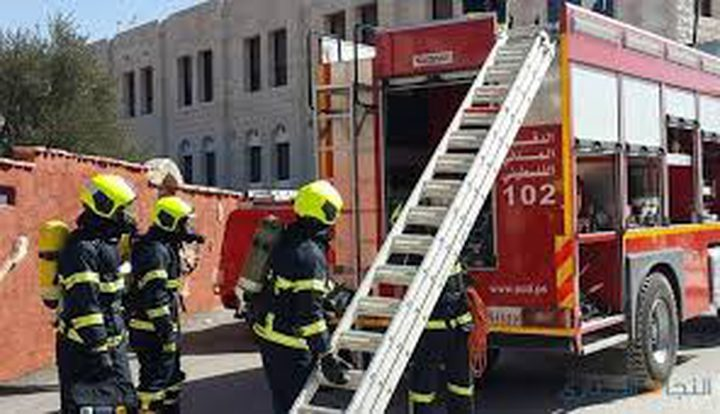 الدفاع المدني يخلي 40 عائلة في عناتا بعد اندلاع حريق