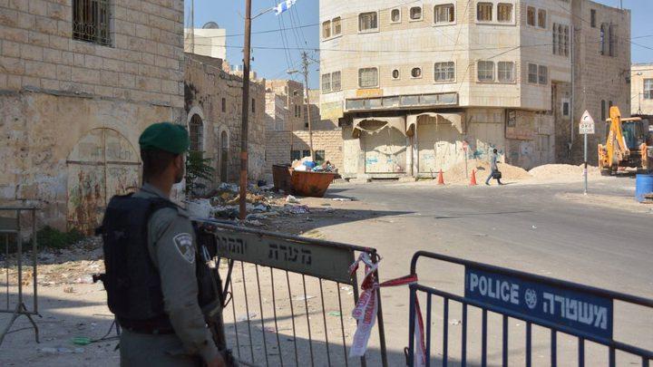 قوات الاحتلال تحتجز مواطنا قرب الحرم الإبراهيمي