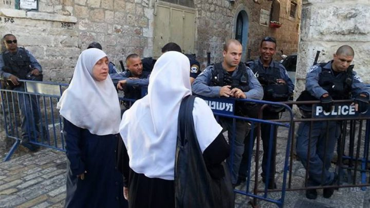الاحتلال يبعد ٦ مقدسيات عن الأقصى أسبوعين