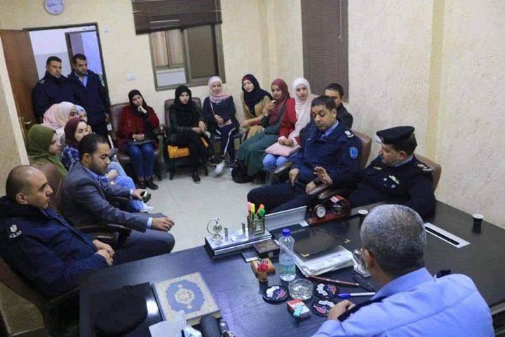 الشرطة تستضيف المشاركين بدورة اصدقاء الشرطة
