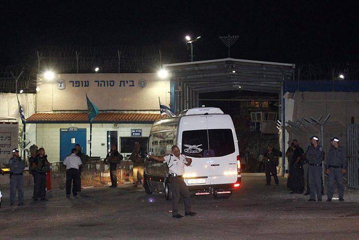 الاحتلال يزعم: أسير فلسطيني يسكب الماء الساخن على سجَّان