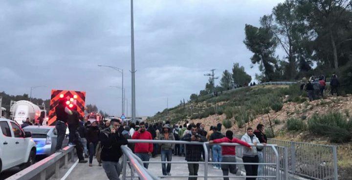 اصابة 10 عمال بينهم 5 بحالة حرجة في حادث سير غربي القدس