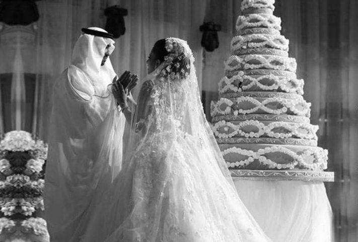 مطرب شهير يحقق حلم عروسة.. ماذا فعل؟