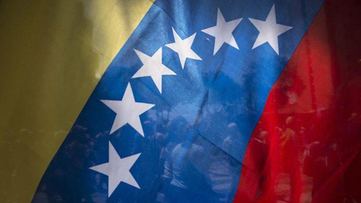 فنزويلا تتهم واشنطن بالانقلاب العلني عليها