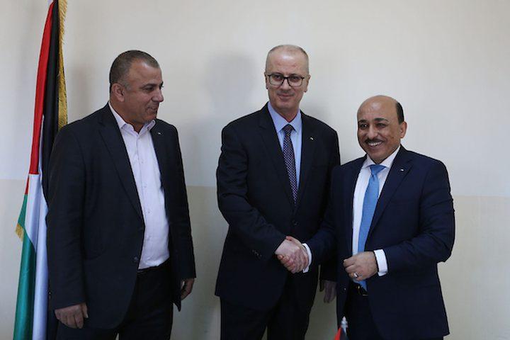 رئيس الوزراء الفلسطيني ، رامي حمدالله ، يحضر توقيع اتفاقية مع البنك الإسلامي ، في مدينة رام الله بالضفة الغربية ، في 12 فبراير 2019