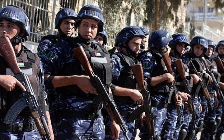 شرطة أريحا تقبض على سيدة صادر بحقها 6 أوامر حبس