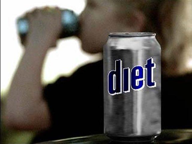 تناول مشروبات الدايت يومياً يزيد من  خطر حدوث نوبة قلبية