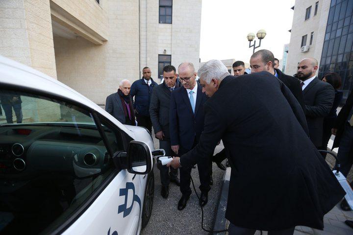 الحمد الله يرحب بتوفير سيارات كهربائية صديقة للبيئة بفلسطين