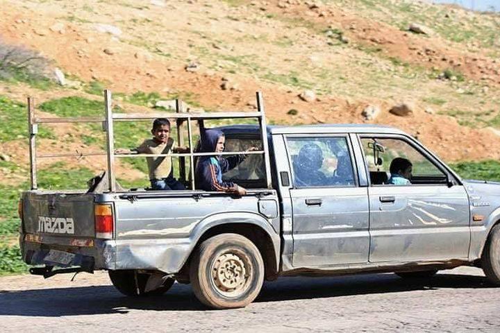 قوات الاحتلال تجبر العائلات في الأغوار الشمالية على مغادرة مساكنها بحجة إجراء تدريبات عسكرية في المكان.