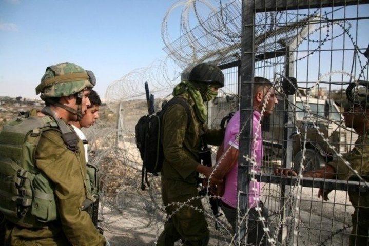 الاحتلال يعتقل فلسطينيا شمال قطاع غزة