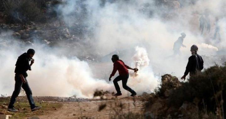 اصابة العشرات بالاختناق خلال قمع مسيرة بلعين الأسبوعية