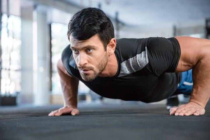 دراسة: تمرين الضغط يحمي الرجال من الأمراض والسكتات القلبية