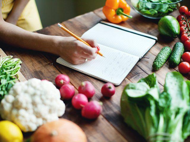 10 أطعمة تستطيع تناولها بأي كمية دون الخوف من الوزن الزائد