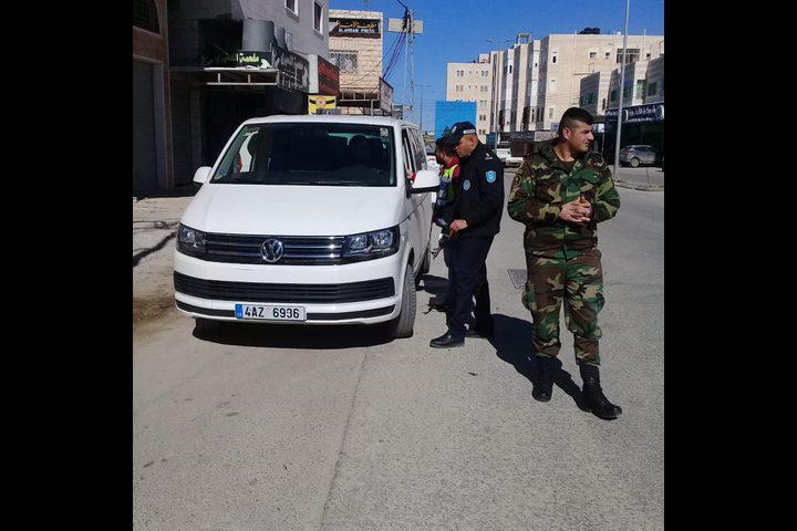 الشرطة تنظم حملة لضبط المركبات التي لا تحمل لوحات ارقام