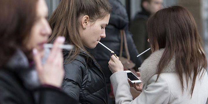 دراسة: تدخين المراهقين يشعرهم بالاكتئاب ويدفعهم للانتحار