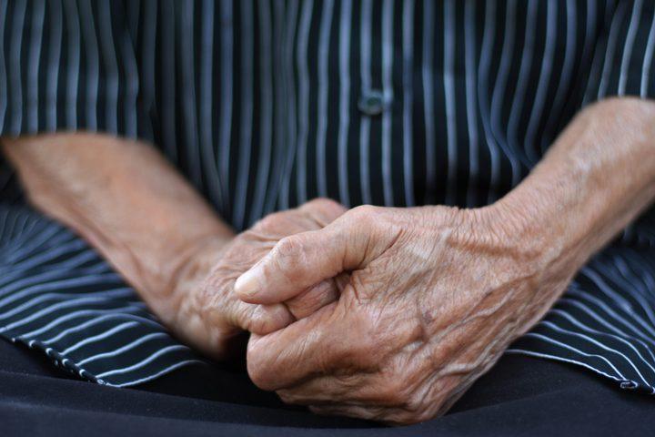 """اكتشاف علاج جديد يمكن أن يؤخر """"فقدان الذاكرة"""" لدى كبار السن"""