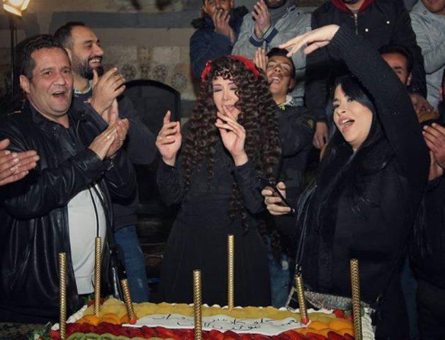 """طاقم مسلسل""""سلاسل ذهب"""" يحتفل بميلاد كاريس بشار"""