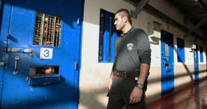 """توتر في """"مجدو"""" بعد اقتحام قسم 6 واختطاف ممثل الأسرى من غرفته"""