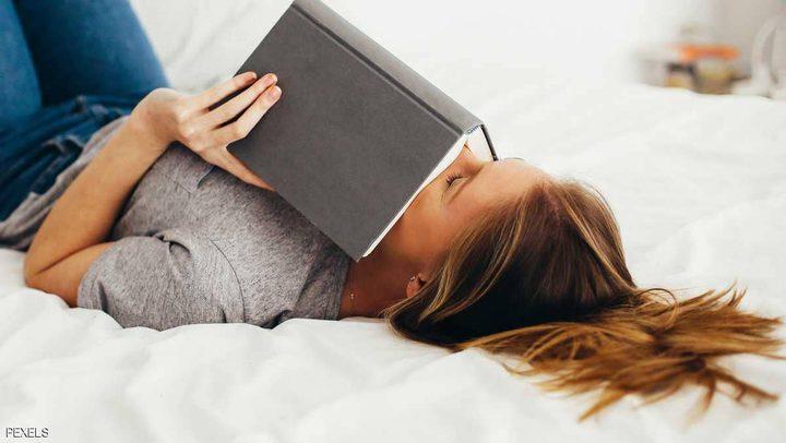 أيهما أفضل للدماغ.. الدراسة على السرير أم المكتب؟