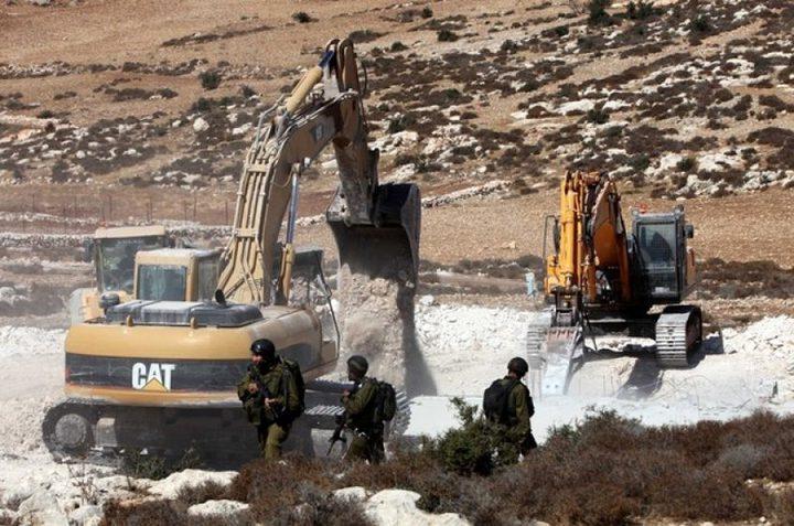 الاحتلال يسلم اخطارات هدم منازل ومحمية وحديقة في مسافر يطا