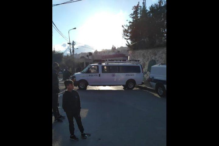 الاحتلال يقتحم مسجد الأربعين وسط بلدة العيسوية