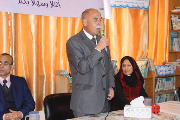 أبوسمهدانة يفتتح معرضاً للوسائل التعليمية في المحافظة الوسطى