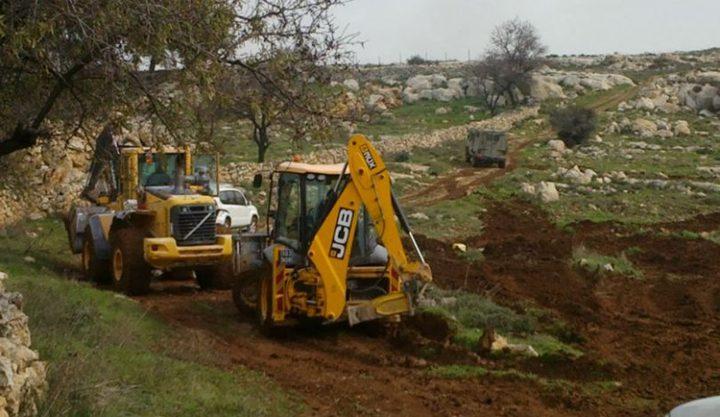 الاحتلال يجرف مساحات واسعة من أراضي بورين جنوب نابلس
