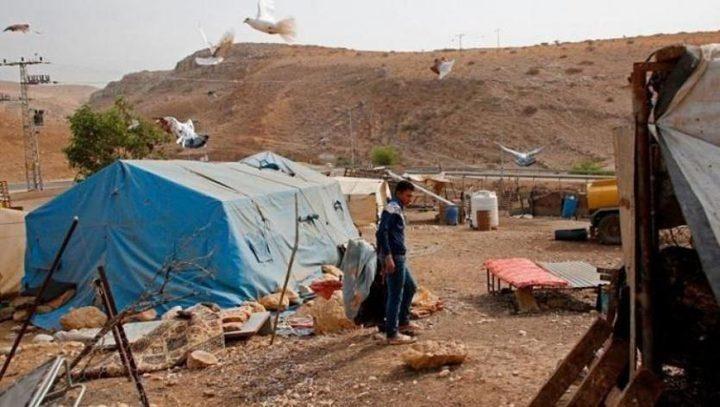 الاحتلال يشرد عائلة في الرأس الأحمر تمهيدا لهدم خيامها