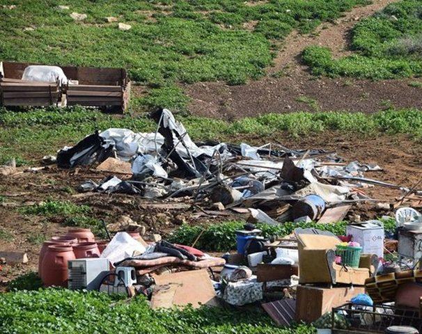 الاحتلال يهدم 8 منشآت وخزانات مياه في الاغوار