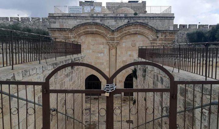 """إعادةتركيب البوابة الخارجية لـ""""باب الرحمة"""""""
