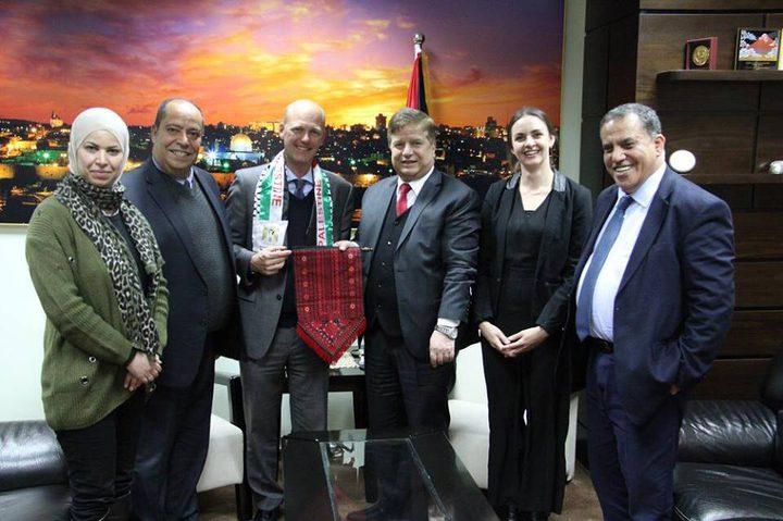 """وزير الصحة يكرم ممثل """"صندوق الامم المتحدة للسكان"""""""