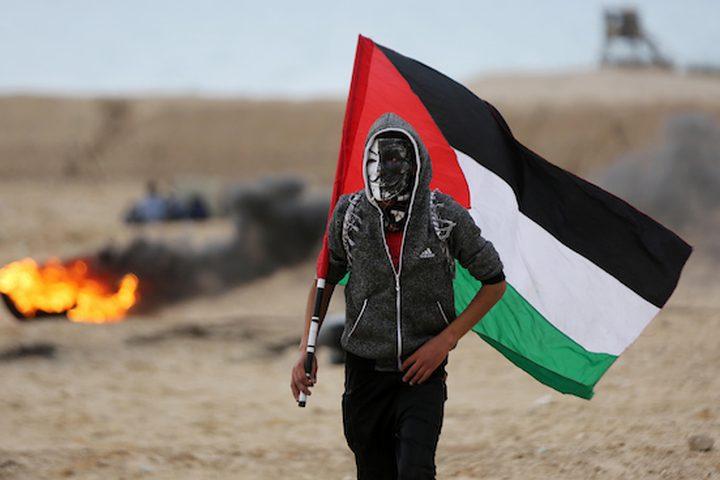 يحتج المتظاهرون الفلسطينيون على الشاطئ على طول حدود غزة الشمالية ، على الجانب الآخر من مستوطنة كيبوتس زيكيم الإسرائيلية ، في 19 فبراير 2019 ، كجزء من الاحتجاجات البحرية الأسبوعية ضد الحصار البحري في القطاع الساحلي.