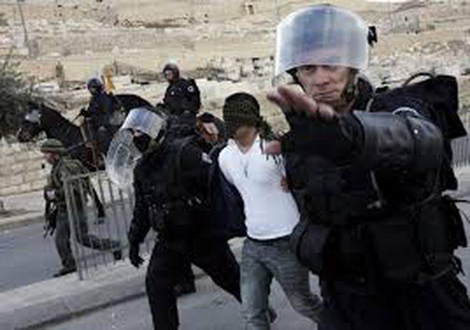الاحتلال يفرج عن 14 مقدسيا بشروط مقيّدة ويمدد اعتقال شابين