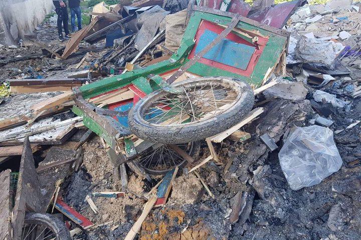 عربات خضار تم تحطيمها من قبل بلدية جنين بعد ازالتها من شوارع المدينة .