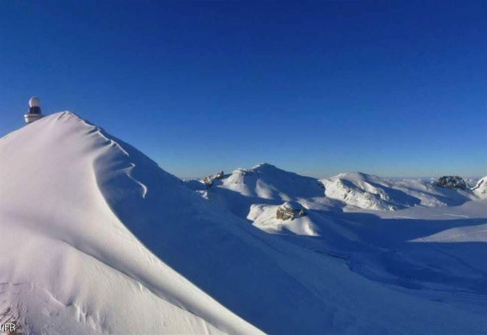 """سويسرا.. كارثة جليدية """"تدفن"""" 12 شخصا"""