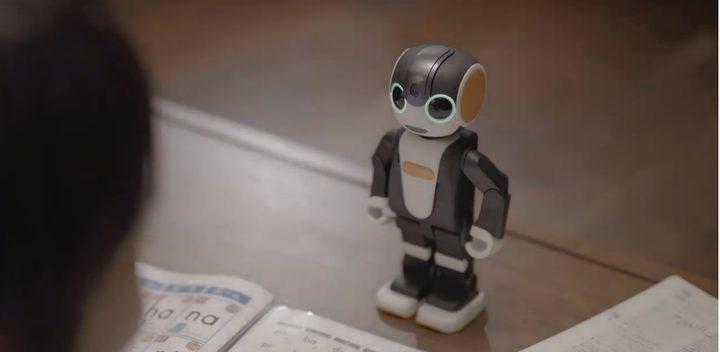 روبوتًا للعناية بالأطفال ويتصل بشبكات الانترنت