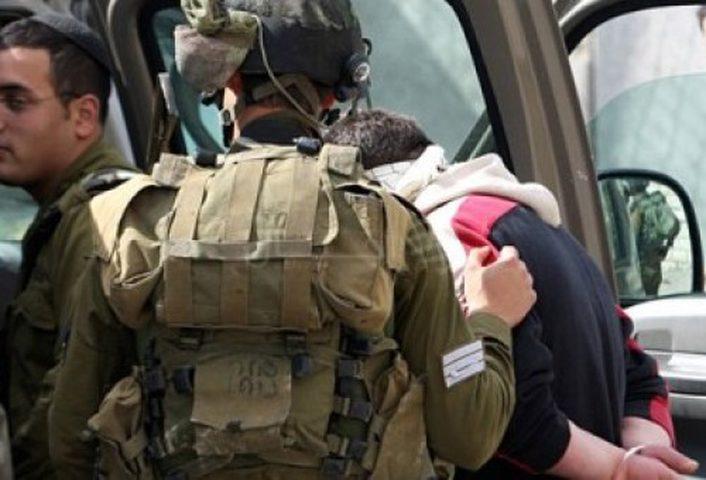الاحتلال يعتقل شابا من مخيم الفارعة على حاجز زعترة