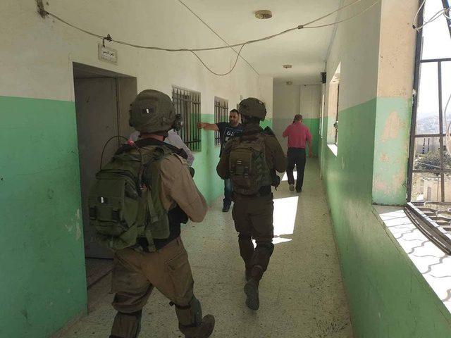 مستوطنون يهاجمون مدرسة عوريف جنوب نابلس