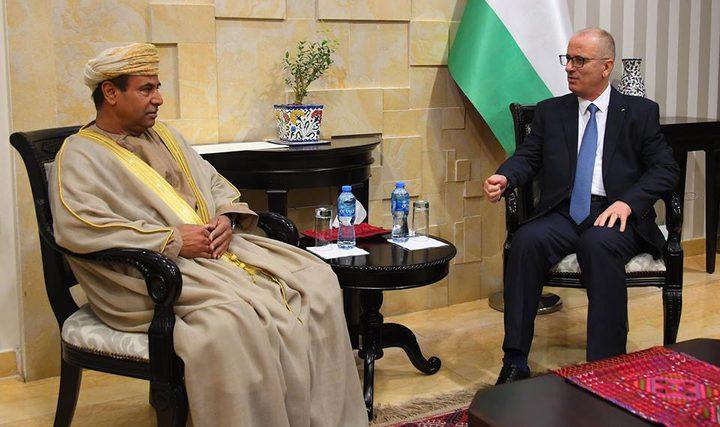 الحمد الله يطلع السفير العماني على انتهاكات الاحتلال