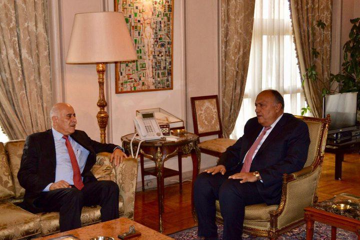 الرجوب يناقش مجموعة من القضايا مع وزير الخارجية المصري بالقاهرة