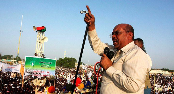 البشير يعلن ترك حكم السودان بعد عام