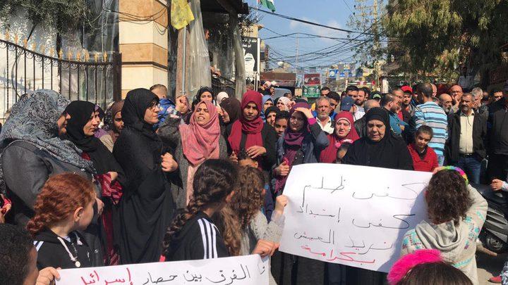 وقفة بمخيم البرج احتجاجا على توقيف شاب بتهمة البناء بأرض مشاع