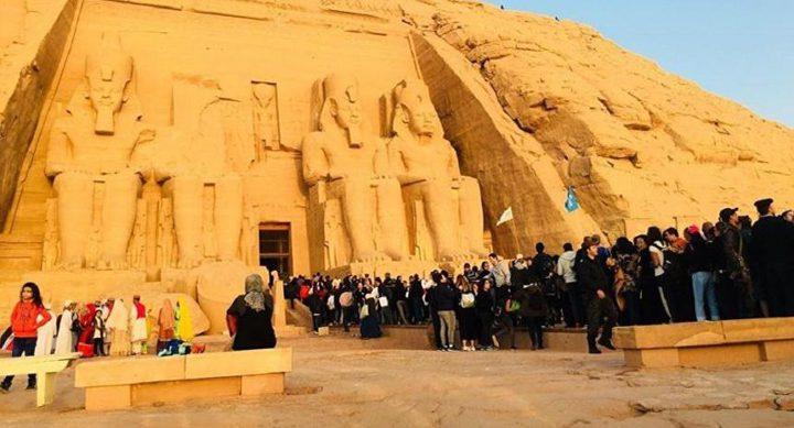 الشمس تتعامد على معبد أبو سمبل في مصر بحضور 3 آلاف سائح
