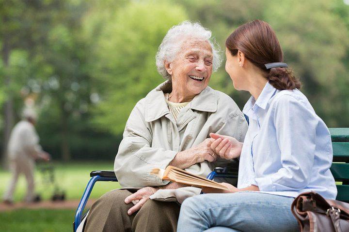 أشياء يجب أن تعرفها عند التعامل مع مريض الخرف