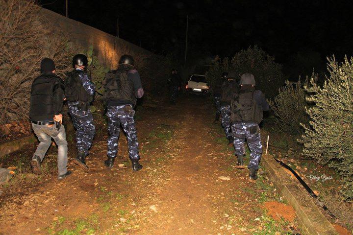 اصابة مروج مخدرات وحرق مركبته في عسكر شرق نابلس