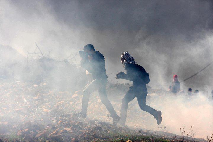 """إصابة عدد من الشبان المتظاهرين في فعاليات """"الإرباك الليلي"""""""