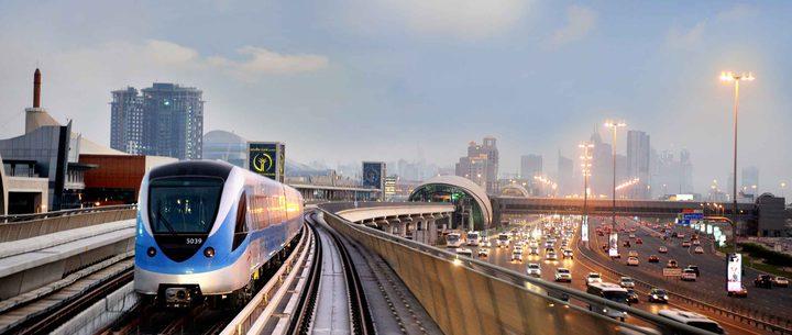 دبي تعتزم استخدام الذكاء الاصطناعي في تنظيف محطات المترو