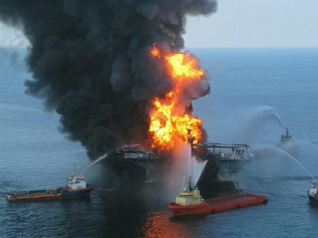 شرارة لحام تحرق 20 سفينة على الأقل إلى رماد!