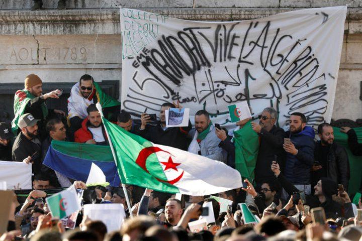 الجالية الجزائرية في فرنسا تتظاهر ضد ترشح بوتفليقة لولاية
