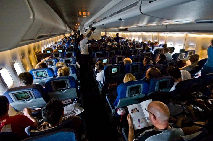 """لهذا السبب يجب أن تحجز """"أسوأ مقعد"""" في الطائرة"""
